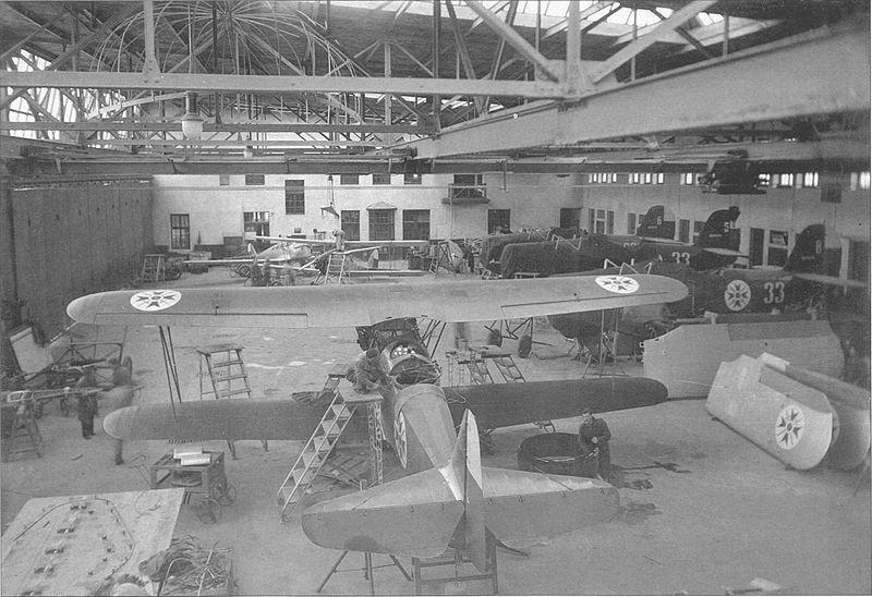 800px-Dar-3_Hangar