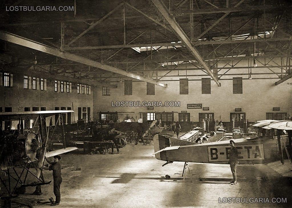 Хангарите на Държавната авиоремонтна работилница в Божурище, където се произвежда и българският самолет ДАР.