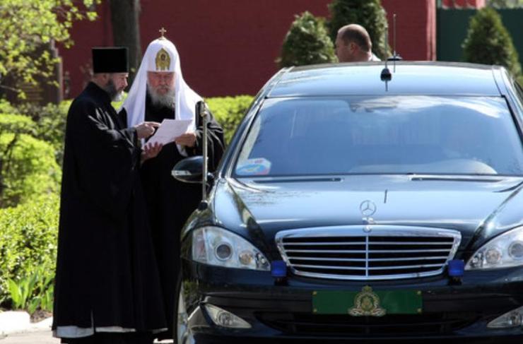 СКромният блиндиран православен Mercedes-Benz S-Klasse Pullman на Гундяев за 500 000 евро.