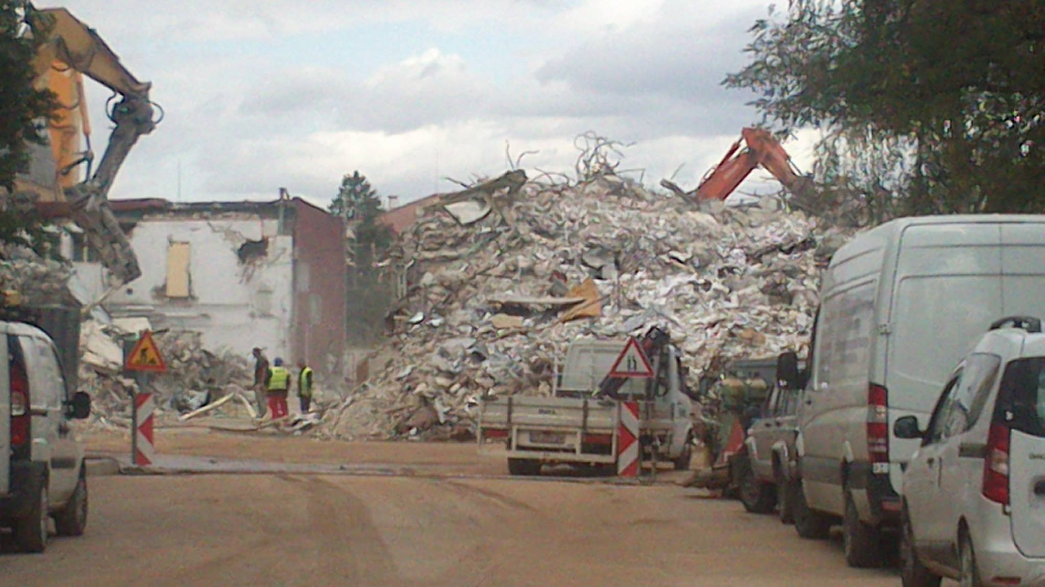Това остана от завода на Булгартабак в София. Руснаците изнесоха машините в Сърбия, изхвърлиха работниците на улицата, а през септемри 2017 г. сринаха и завода.