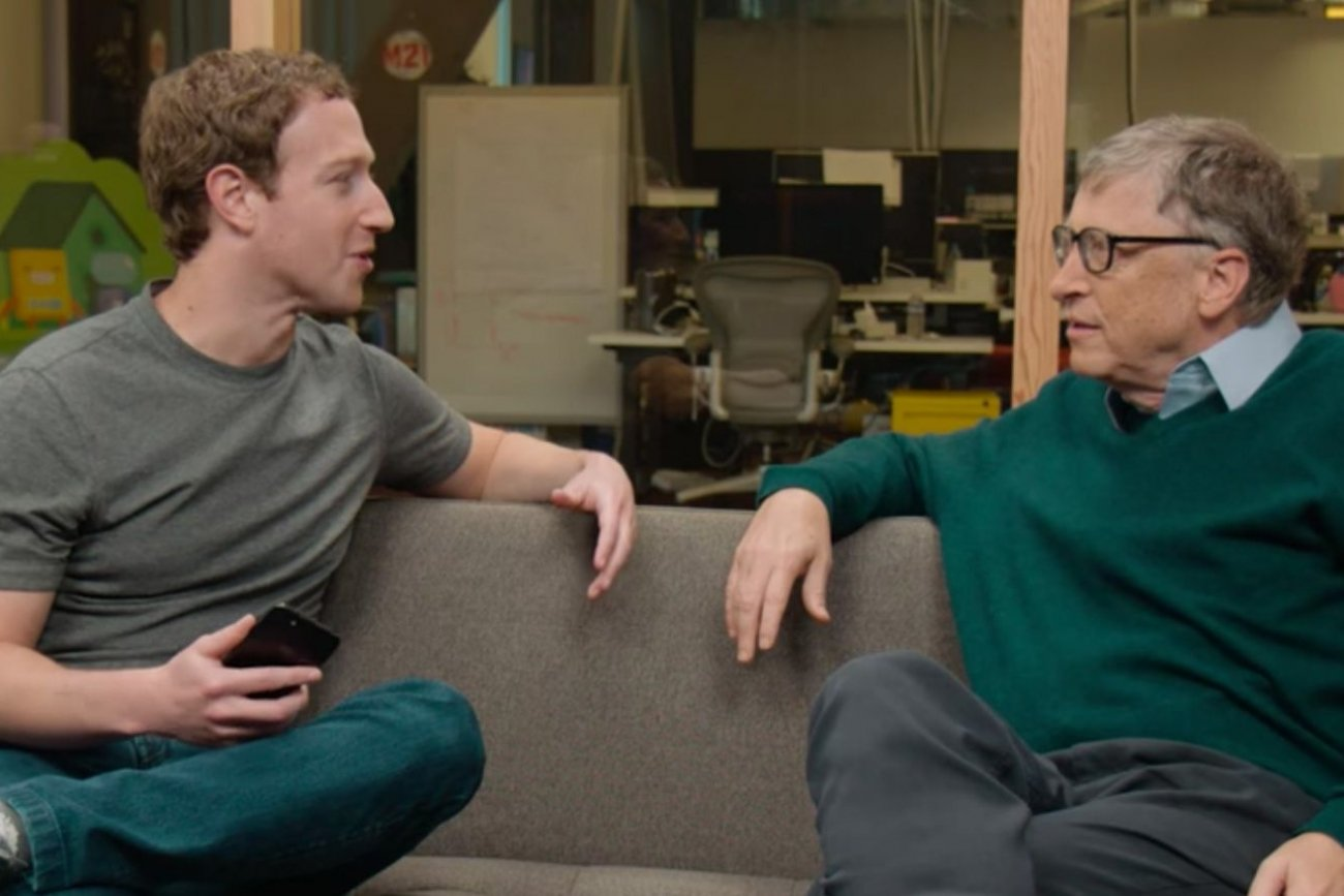 Двама от най-богатите хора в САЩ - Бил Гейтс и Марк Зукърбърг - общо лично богатство 138 милиарда долара. 10% от БВП на цяла Русия. Впрочем, да виждате на снимката Гучи, Армани, Версаче или часовници за 100000 долара?! Да сте виждали край тях кордони от черни джипове и мутри?!